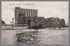 WAT002002146 De Zaanbrug, met daarachter v.l.n.r.; 'Silo' ( ook wel 'Oslo' genoemd, gebouwd in 1905), pakhuis Donau ( ...
