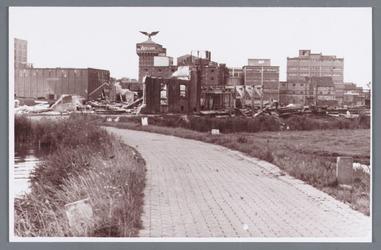 WAT002002262 Foto: het einde van het fabriekscomplex 'de Rietvink'Met op de achtergrond: zeepfabriek ''De Adelaar''