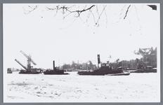 WAT002002397 Aanzicht op de Zaanbrug met diverse stoomschepen op de Zaan