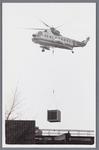 WAT002002486 Helikopter van de KLM werd ingezet om een onderdeel te plaatsen bij papierfabriek Van ...