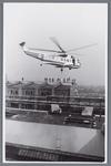 WAT002002487 Helikopter van de KLM werd ingezet om een onderdeel te plaatsen bij papierfabriek Van ...