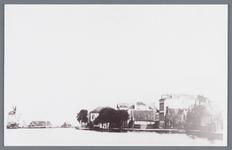 WAT002002429 Links achter: aanzicht op molen de Hoop (bijgenaamd het Kuyke)Deze stellingmolen dateert uit 1680 en ...