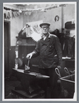 WAT002002546 Op 20 mei 1950 was Piet Wezel 40 jaar in dienst bij papierfabriek Van Gelder.Functie: ...