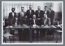 WAT002002542 Papierfabriek Van Gelder.Foto staand achterste rij v.l.n.r.; P.Wals, J.H.. Eyman, IJ. Luttik Klzn., M. ...