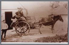 WAT002002742 Op deze foto zien we een paard en sjees met daarin Jan Wezel, geboren op 01-06-1880 te Jisp met zijn vrouw ...