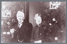 WAT002002772 Foto: Cornelis Rond, geboren op 21 maart 1870 te Spanbroek, van beroep broodbakker met zijn vrouw Lijzebet ...