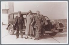WAT002002773 Foto v.l.n.r. rechts ; Jan Klopper Pzn., geboren op 04-09-1882 te Jisp met zijn vrouw Geertruida Johanna ...