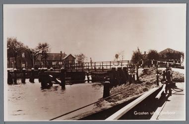 WAT002002799 De oude draaibrug met de brugwachter. brugwachtershuisje en brug werden in 1968 gesloopt. Voor die tijd ...