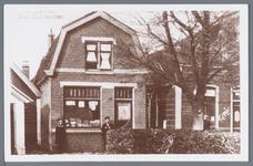WAT002002821 Links zien we de winkel van Piet Vel (Dorpsstraat nummer 81) en rechts café ,, De Hengelaar'' (1920). In ...