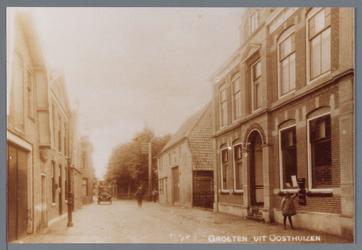 WAT002002987 Recht het oude postkantoor / hulppost en telegraafkantoor van Adriaan Rems (1907) te Oosthuizen.