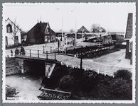 WAT002003017 De voormalige sluis met de benzinepomp van Kochheim. Het witte huis was de elektriciteitswinkel van ...