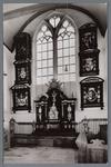 WAT002003047 Foto: Graftombe met rouwkassen in monumentaal kerkgebouw der Hervormde gemeente.Oosthuizen, Ned. Herv. ...