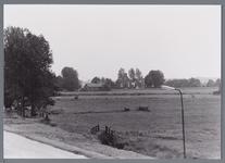 WAT002003070 Midden achter de Kerk van Etersheim.De eerste kerk van Etersheim is samen met het oude dorp verzwolgen in ...