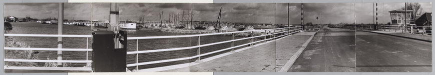 WAT001017612 Overzicht Where en wijk Wheermolen in aanbouw vanaf de Wherebrug aan de Churchillaan. Nieuwbouw stormt af ...