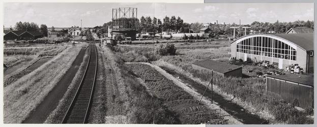 WAT001017643 Midden voor: Voormalige gasfabriek aan de spoorlijn / Where. De gesloopte Gasfabriek aan ...