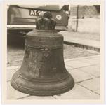 WAT001017667 De klok uit het oude carillon uit de Grote Kerk aan de Kaasmarkt dat gemaakt was door Peeter van den Geijn ...