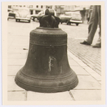 WAT001017668 De klok uit het oude carillon uit de Grote Kerk aan de Kaasmarkt dat gemaakt was door Peeter van den Geijn ...