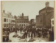WAT001017669 Kaasmarkt.Links het oude Stadhuis te Purmerend, afgebroken in 1911. Het gebouw is eerder tweemaal verbouwd ...
