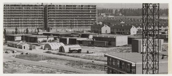 WAT001017671 Karekietpark, scholengemeenschap. Op achtergrond flats Oostervenne.