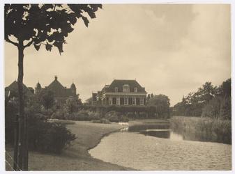 WAT001017719 St. Liduina Ziekenhuis, gezien vanaf de Wolthuissingel.St. Liduina Stichting. Gebouwd in 1912 door de ...