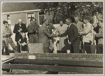 WAT001017883 Eerste steenlegging vier nieuwe woningen te Watergang.