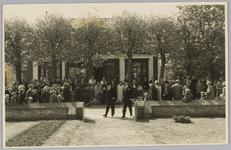 WAT001018114 Rusthuis De Keern (nu oude Keern) Dorpsstraat 29.De opening. De Commissaris der Koningin arriveert.Stukje ...