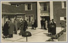 WAT001018115 Rusthuis De Keern (nu oude Keern) Dorpsstraat 29. De opening. De genodigden verpozen zich.Stukje uit de ...
