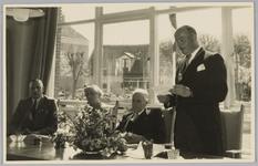 WAT001018125 Opening rusthuis De Keern (nu Oude Keern). Welkomstwoord door de Burgemeester G.G. Post.Links van hem de ...