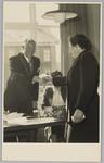 WAT001018129 Opening rusthuis De Keern (nu Oude Keern). De naamgever aan het woord.Links burgemeester G.G.Post.