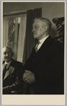 WAT001018138 Opening rusthuis De Keern (nu Oude Keern).De heer H. van der Born. Links bestuurslid Klaas Goede.