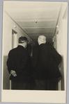 WAT001018143 Opening rusthuis De Keern (nu Oude Keern).De bouwmeester geeft toelichting.Architect W. A. van Gogh heeft ...