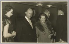 WAT001018151 Rusthuis De Keern (nu oude Keern) . De opening. Burgemeester G.G. Post en echtgenote en Wethouder Vermeij.