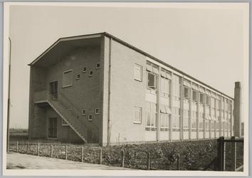 WAT001018287 O.L. Twiskeschool. Opening. Stentorstraat. West- en Zuid-gevel (Nu Amsterdam)Uit de krant van Vrijdag l ...