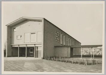 WAT001018288 O.L. Twiskeschool. Opening. Stentorstraat. West- en Zuid-gevel (Nu Amsterdam)Uit de krant van Vrijdag l ...