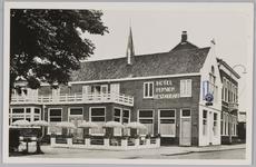 WAT001017986 Hotel Pension Restaurant 'De Driesprong . Watersport Centrum. Verbrand op 30 mei 1973. Rechts het Raadhuis.