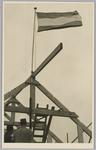WAT001018111 Rusthuis De Keern. De vaderlandse driekleur op de hoogste top.