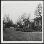 WAT001019070 Foto v.l.n.r. Noordeinde 152 en 150.Wals, Playtex, camp en cosetterie J. Kraayer, Noordeinde 152.