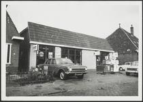 WAT001019117 Zuideinde 30. Rechts Zuideinde 28aAutobedrijf Ridderbos, Zuideinde 30.
