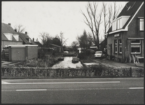 """WAT001019639 Rechts: café restaurant ,, De Wegwijzer"""" Kanaaldijk 27 te Watergang.Links: Populierweg 2 te Watergang."""