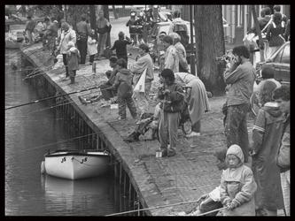 WAT003002029 Viswedstrijd jeugd aan de Voorhaven