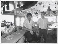 WAT003002747 Cor Zonneveld, en Jan de Waart werden op 1 juli 1986 de nieuwe pachters van de kantine in sporthal 't ...