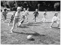 WAT003002851 Foto: Movak 1987, één van de eerste dingen die ze organiseerden was een mini-voetbaltoernooi .Er deden 100 ...
