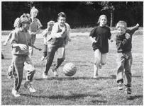 WAT003002852 Foto: Movak 1987, één van de eerste dingen die ze organiseerden was een mini-voetbaltoernooi .Er deden 100 ...
