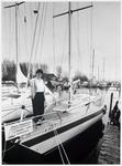 WAT003002881 Foto: Mary Vlaanderen op een van de schepen, die voor de cliënten van haar man Hans Vlaanderen, vaarklaar ...