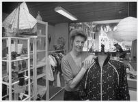WAT003002762 Cursussen en exposities in nieuw winkelatelier Doe Mee.Gevestigd in het voormalig katholiek weeshuis aan ...