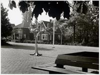 WAT003003126 Foto: Op zaterdag 29 mei 1976 is er een kunstwerk onthuld (het leek op een kronkelknoop)Het was een ...