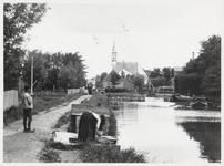 WAT003003164 Watergang rond 1900. Foto: Midden achter: de Nederlands-hervormde kerk te Watergang aan de Dorpsstraat ...
