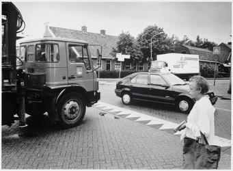 WAT003003081 Foto: op het overvolle kruispunt Zuideinde/Van Beekstraat/Postweg zijn de nadelen van vermenging van ...