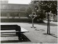 WAT003003124 Foto: Op zaterdag 29 mei 1976 is er een kunstwerk onthuld (het leek op een kronkelknoop)Het was een ...