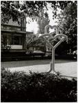 WAT003003125 Foto: Op zaterdag 29 mei 1976 is er een kunstwerk onthuld (het leek op een kronkelknoop)Het was een ...